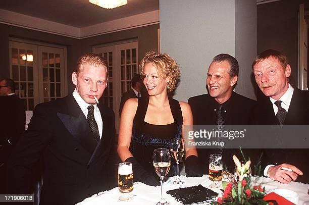 Ben Becker Katja RiemannPeter Sattmann und Otto Sanders bei der Bz Kultur Gala In Berlin
