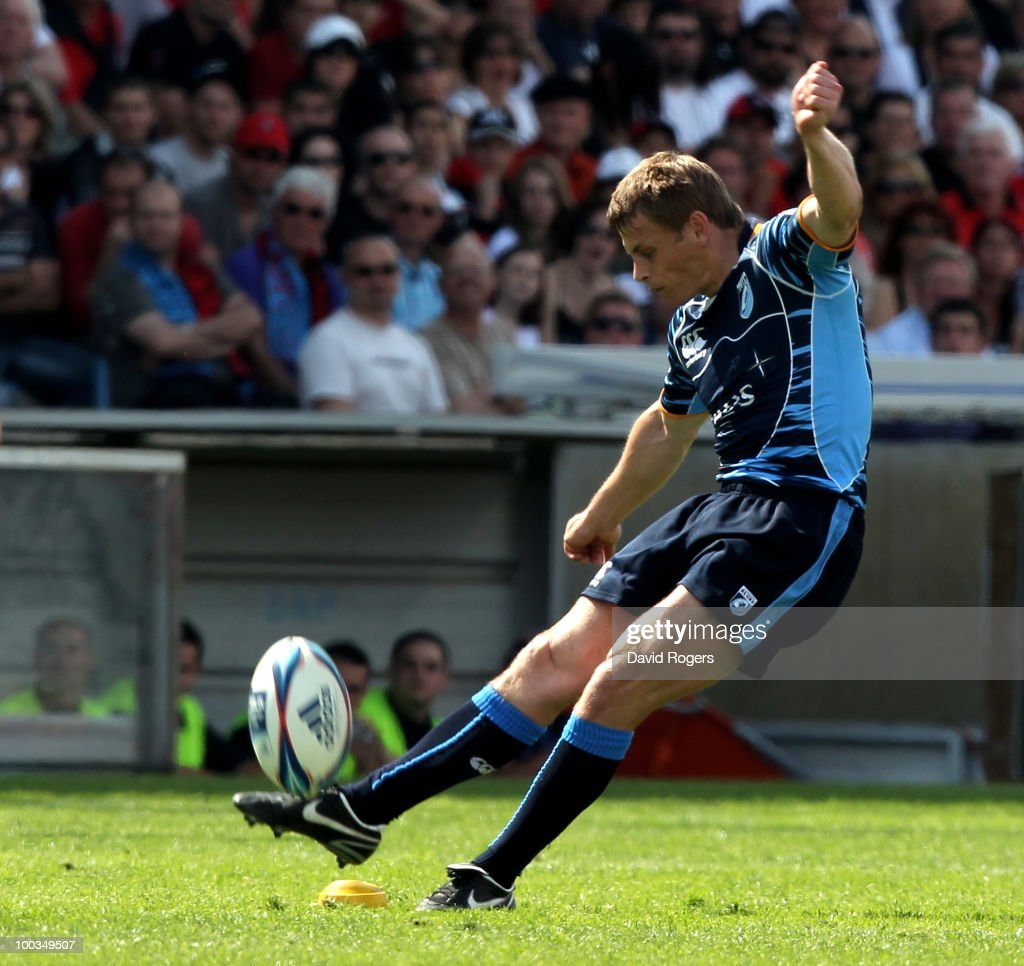 Ben Blair of Cardiff takes a penalty during the Amlin Challenge Cup Final between Toulon and Cardiff Blues at Stade Velodrome on May 23, 2010 in Marseille, France.