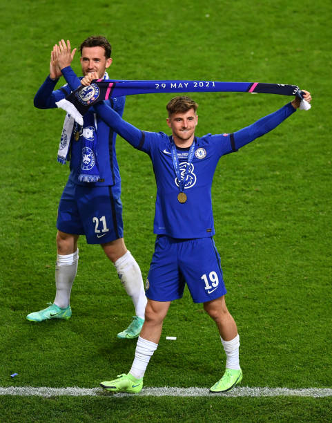Ben Chilwell and Mason Mount of Chelsea celebrate victory in the UEFA Champions League Final between Manchester City and Chelsea FC at Estadio do...