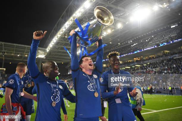 Ben Chilwell of Chelsea celebrates with the Champions League Trophy alongside Ngolo Kante and Tammy Abraham following their team's victory during the...