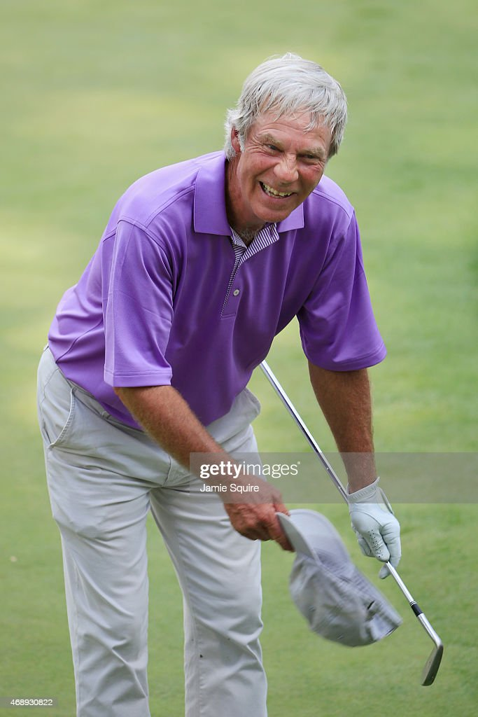 Ben Crenshaw of the United States bows to the patrons during the Par 3 Contest prior to the start of the 2015 Masters Tournament at Augusta National Golf Club on April 8, 2015 in Augusta, Georgia.