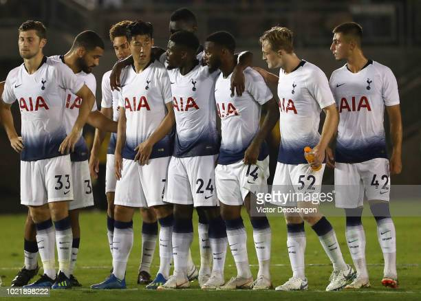 Ben Davies Cameron CarterVickers Luke Amos Son HeungMin Serge Aurier GeorgesKevin Nkodou Oliver Skipp and Anthony Georgiou of Tottenham Hotspur look...