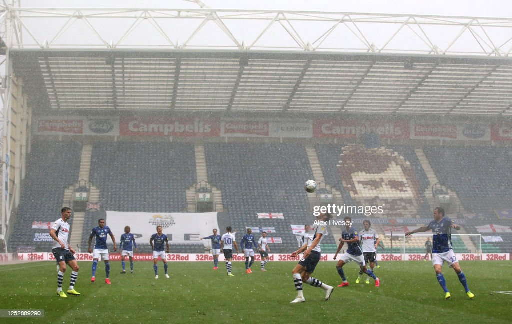 Preston North End v Cardiff City - Sky Bet Championship : News Photo