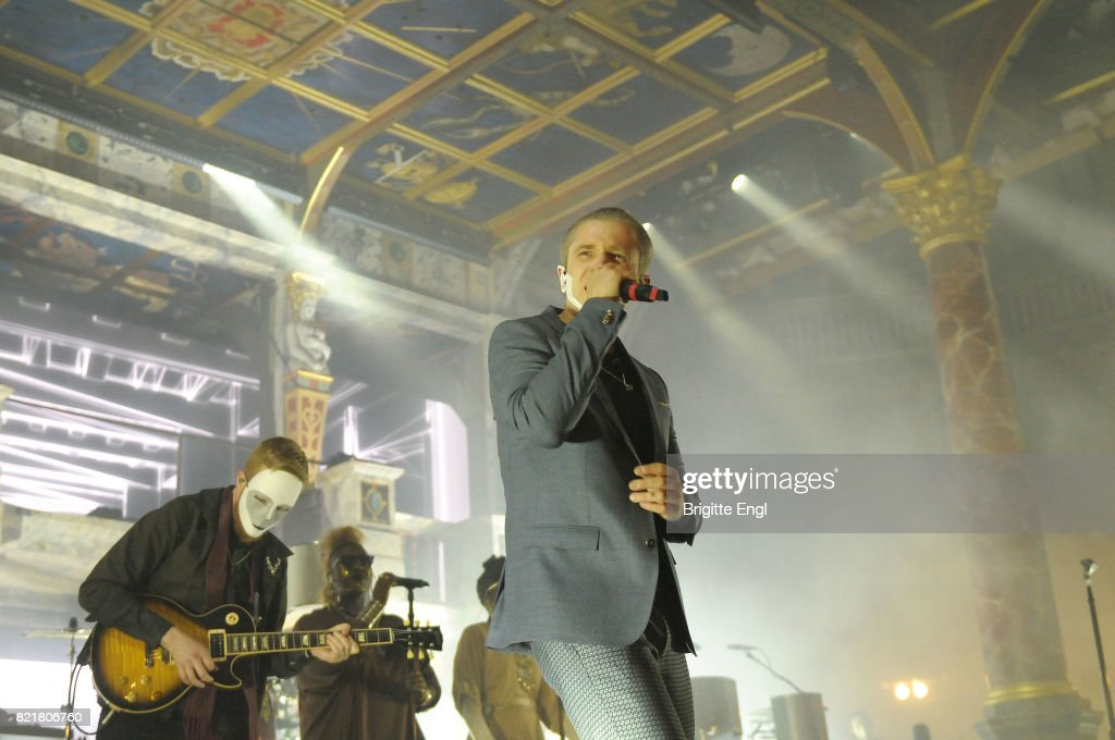 Plan B Performs At Shakespeare's Globe : News Photo