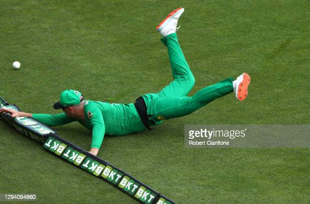 Ben Dunk of the Stars fails to stop a shot by by Dawid Malan of the Hurricanes from going to the boundary during the Big Bash League match between...