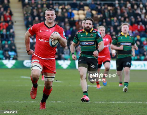 Ben Earl of Saracens breaks clear to score a half try during the Gallagher Premiership Rugby match between Northampton Saints and Saracens at...