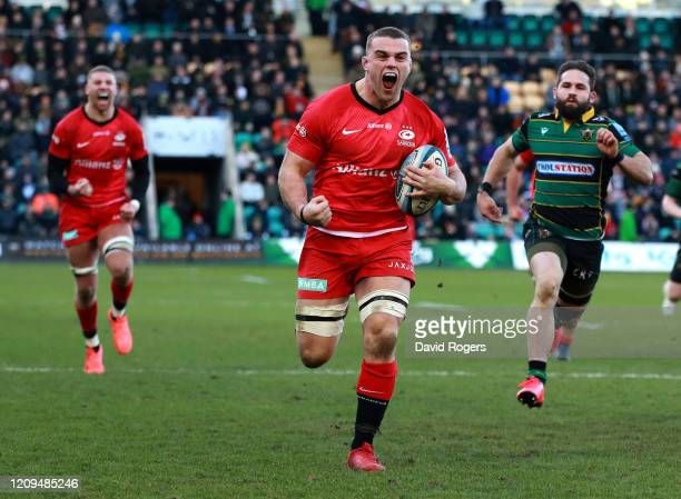 Ben Earl of Saracens breaks clear to score a try during the Gallagher Premiership Rugby match between Northampton Saints and Saracens at Franklin's...