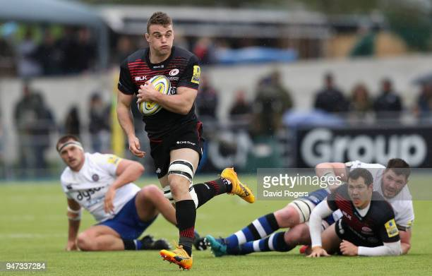 Ben Earl of Saracens breaks with the ball during the Aviva Premiership match between Saracens and Bath Rugby at Allianz Park on April 15 2018 in...