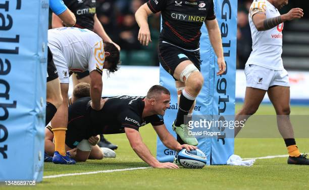 Ben Earl of Saraens dives over for their eigth try during the Gallagher Premiership Rugby match between Saracens and Wasps at StoneX Stadium on...