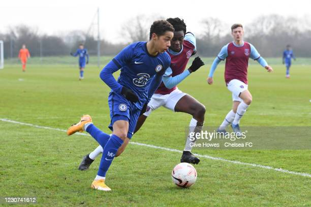 Ben Elliott of Chelsea runs with the ball during the West Ham United v Chelsea - U18 Premier League match at the Little Heath sports ground, Romford...