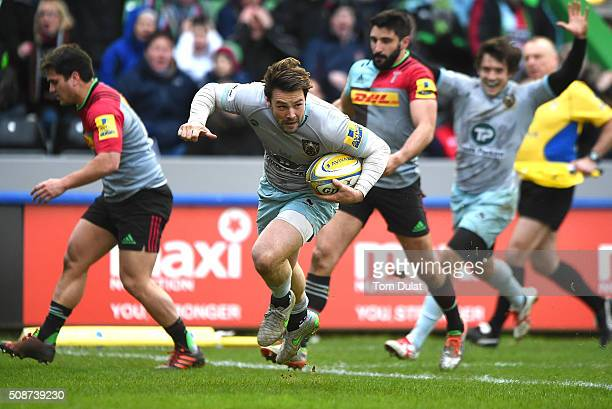 Ben Foden of Northampton Saints scores the winning try during the Aviva Premiership match between Harlequins and Northampton Saints at Twickenham...