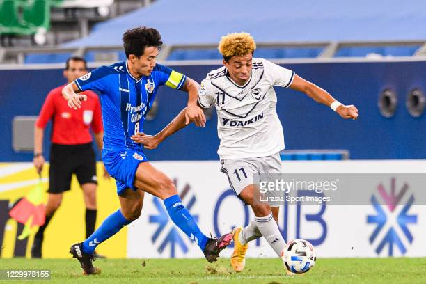 Ben Folami of Melbourne Victory dribbles Sin Jin Ho of Ulsan Hyundai during the AFC Champions League Round of 16 match between Ulsan Hyundai and...