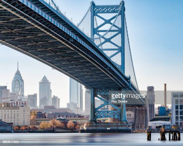 ben franklin bridge (color) - north america stock pictures, royalty-free photos & images