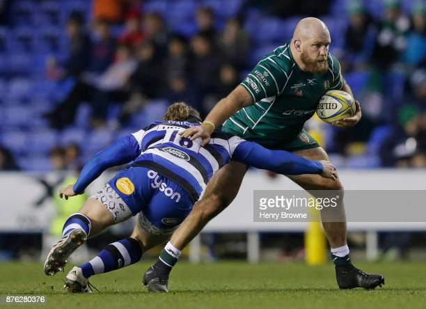 Ben Franks of London Irish and Max Lahiff of Bath Rugby during the Aviva Premiership match between London Irish and Bath Rugby at Madejski Stadium on...