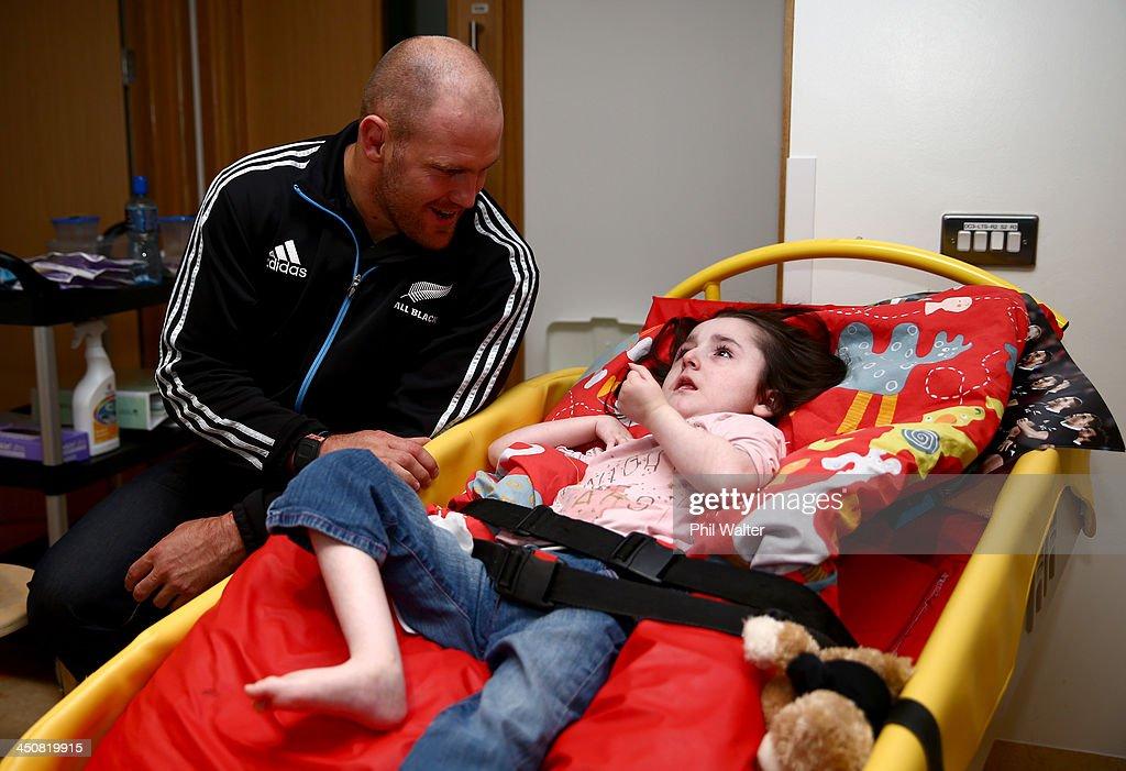 New Zealand All Blacks Visit the Laura Lynn Hospice for Children