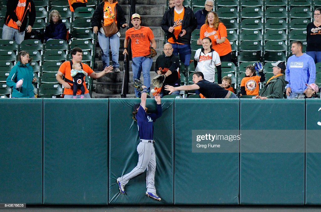 Ben Gamel #16 of the Seattle Mariners tries to catch a home run in the sixth inning hit by Manny Machado #13 (not pictured) of the Baltimore Orioles at Oriole Park at Camden Yards on August 29, 2017 in Baltimore, Maryland.