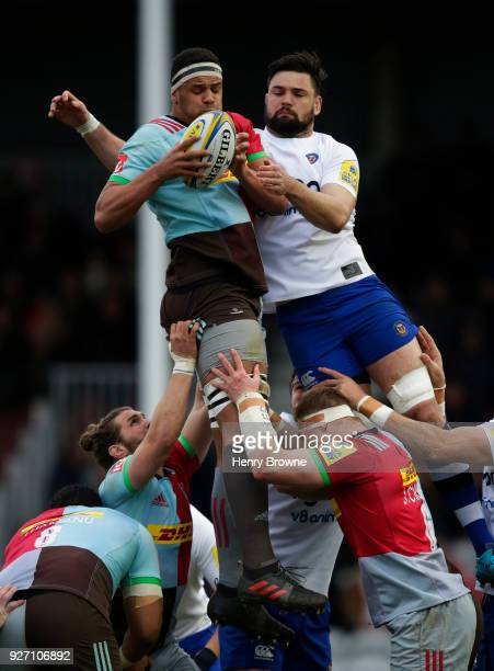 Ben Glynn of Harlequins and Elliott Stooke of Bath Rugby during the Aviva Premiership match between Harlequins and Bath Rugby at Twickenham Stoop on...