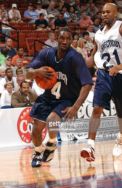 Ben Gordon of the Chicago Bulls drives through the hole during the Jim Calhoun Classic game on August 14 2004 at Mohegan Sun Arena in Uncasville...