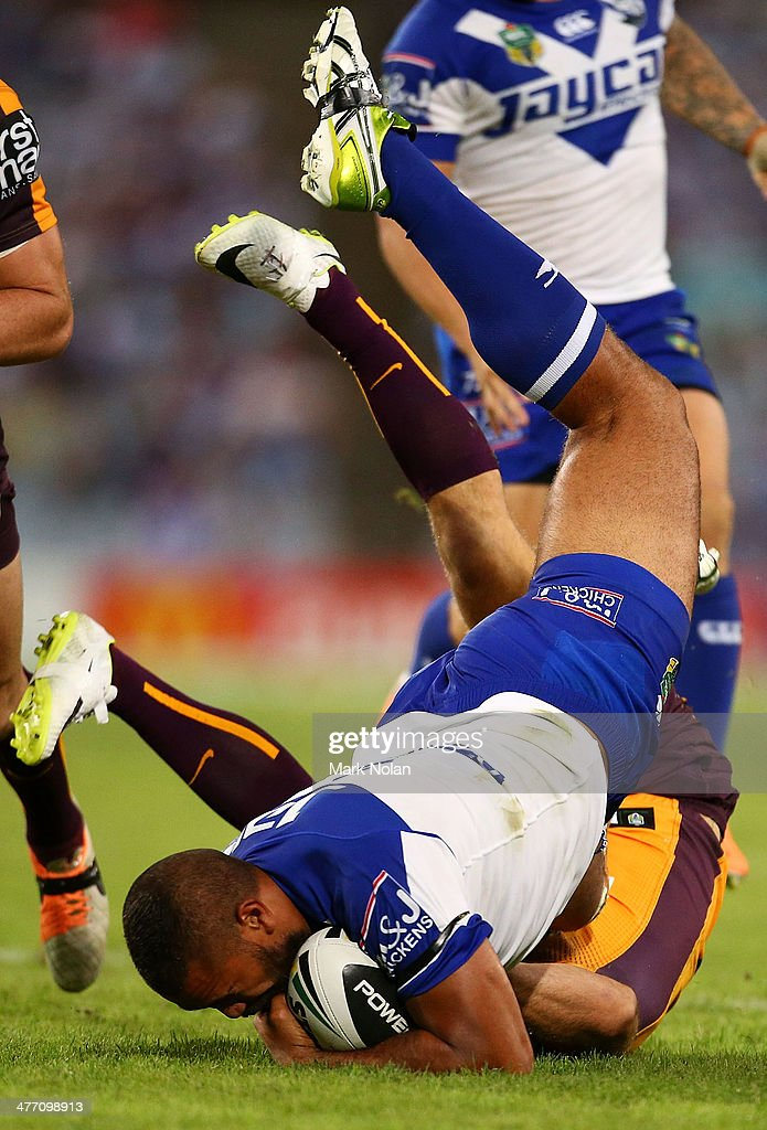 Ben Hunt of the Broncos tackles Frank Pritchard of the Bulldogs during the round one NRL match between the Canterbury-Bankstown Bulldogs and the Brisbane Broncos at ANZ Stadium on March 7, 2014 in Sydney, Australia.