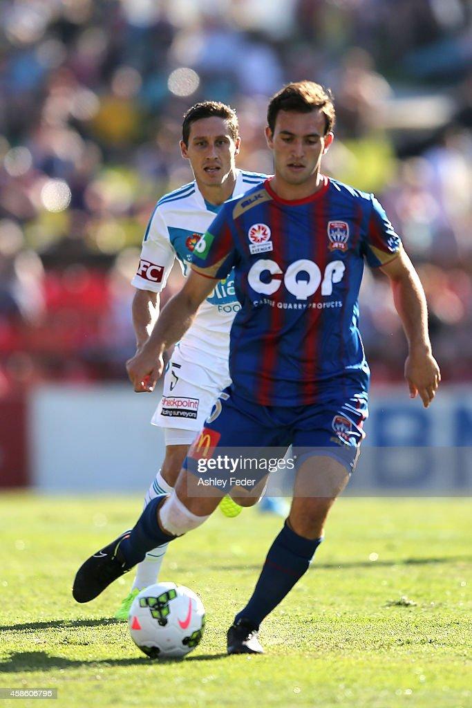 A-League Rd 5 - Newcastle v Melbourne : News Photo