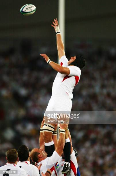 Ben Kay of England wins lineout ball during the Rugby World Cup Semi-Final match between England and France at Telstra Stadium November 16, 2003 in...