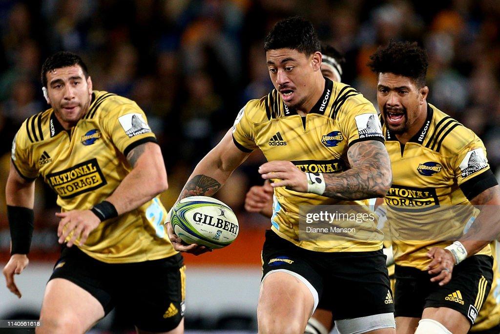 Super Rugby Rd 8 - Highlanders v Hurricanes : News Photo