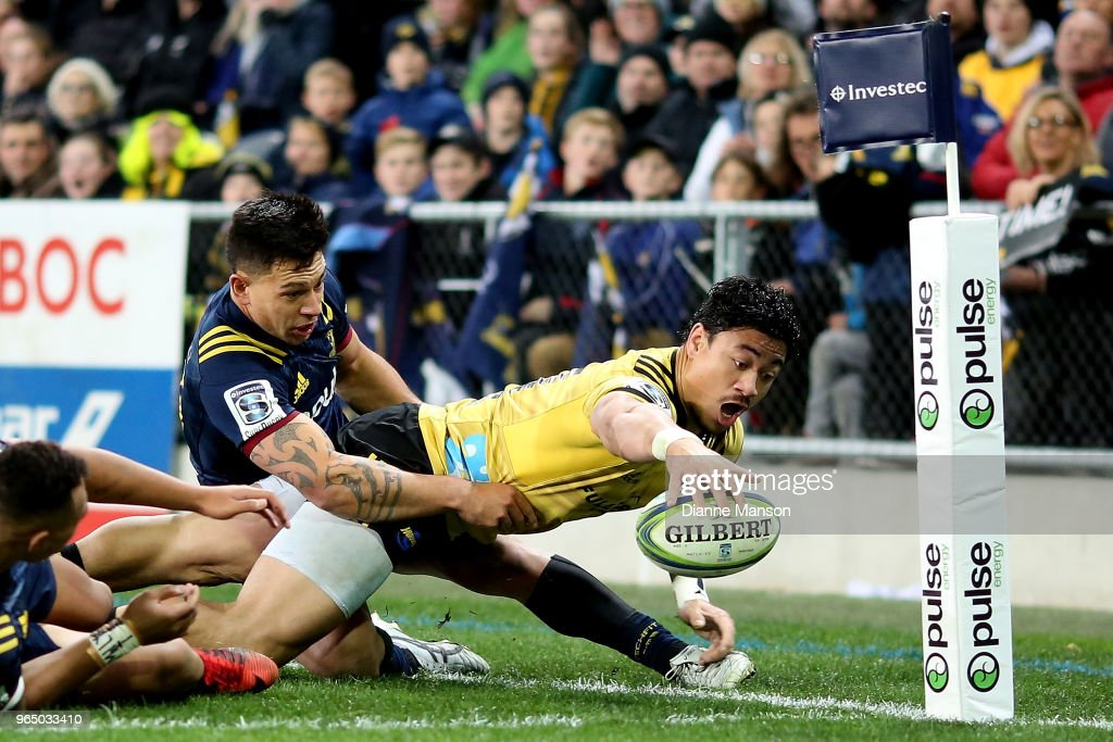 Super Rugby Rd 16 - Highlanders v Hurricanes : News Photo