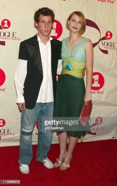 Ben Lee Claire Danes during 2002 VH1 Vogue Fashion Awards Arrivals at Radio City Music Hall in New York City New York United States