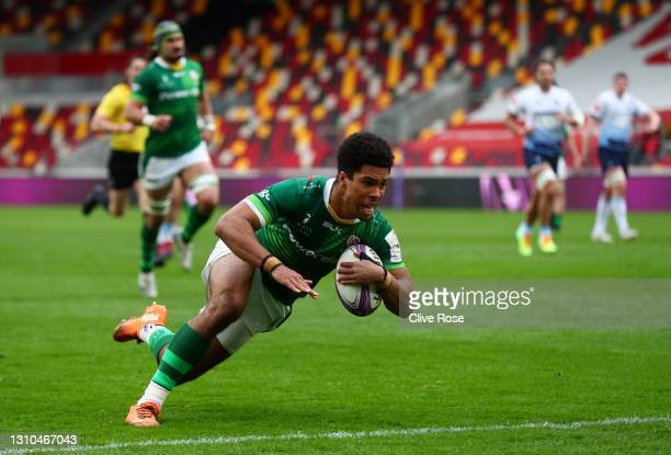 Ben Loader of London Irish scores their side's first try during the European Rugby Challenge Cup Round of 16 match between London Irish and Cardiff...