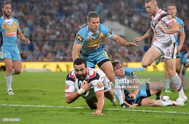 Ben Matulino of the Warriors scores a try during the round 11 NRL match between the Gold Coast Titans and the New Zealand Warriors at Cbus Super...