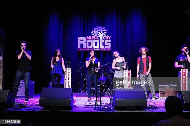 Ben McLain Kathy Hoye Jessica Freedman Rachel Bearer Paul Peglar and Chris Harrison of Sonos perform during Music City Roots at The Loveless Barn on...