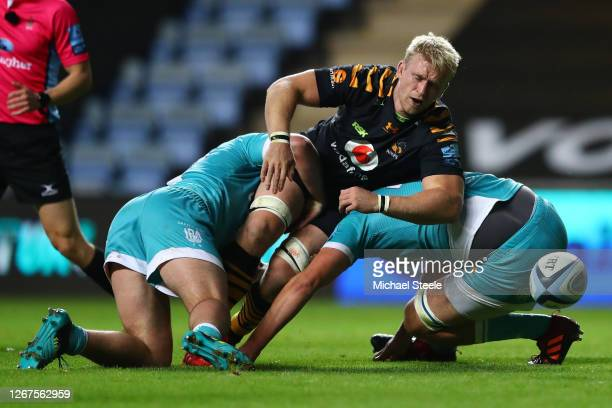 Ben Morris of Wasps loses the ball under pressure from James Scott and Beck Cutting of Worcester during the Gallagher Premiership Rugby match between...