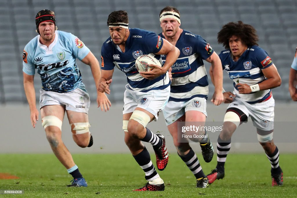 Ben Nee-Nee of Auckland (C) makes a break during the round two Mitre 10 Cup match between Auckland and Northland at Eden Park on August 26, 2017 in Auckland, New Zealand.