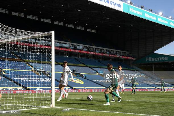 Ben Osborn of Sheffield United scores their team's first goal during the Premier League match between Leeds United and Sheffield United at Elland...