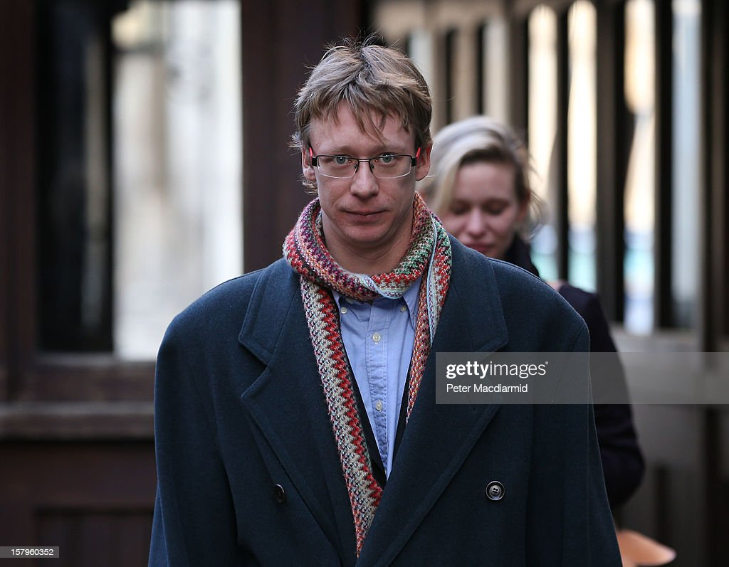 Ben Roberts, father of Neon Roberts leaves The High Court on December 8, 2012 in London, England. A judge will make a ruling on whether a local health authority should give Ben Roberts's seven-year-old son, who has a brain tumour, cancer treatment against his mothers wishes. (Photo by Peter Macdiarmid/Getty Images).