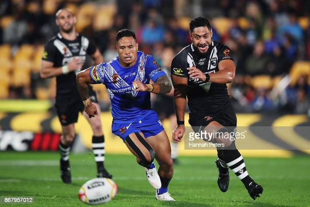 Ben Roberts of Samoa competes with Isaac Liu of the Kiwis for the ball during the 2017 Rugby League World Cup match between the New Zealand Kiwis and...