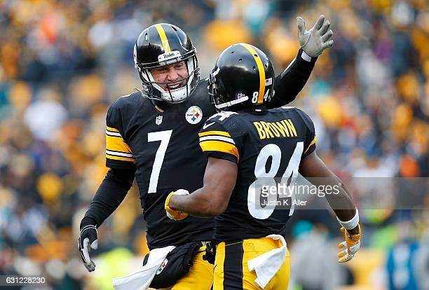 Ben Roethlisberger of the Pittsburgh Steelers celebrates a touchdown with Antonio Brown in the first half during the Wild Card Playoff game against...