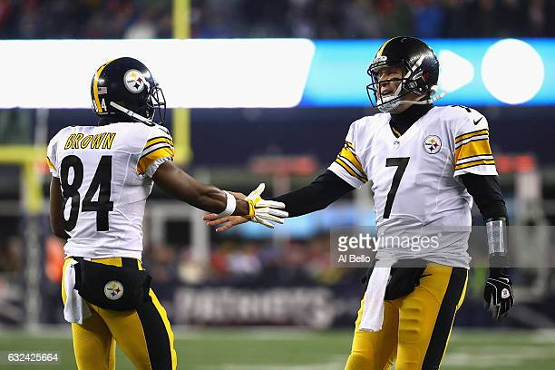 Ben Roethlisberger of the Pittsburgh Steelers celebrates with Antonio Brown after a touchdown by DeAngelo Williams during the second quarter against...