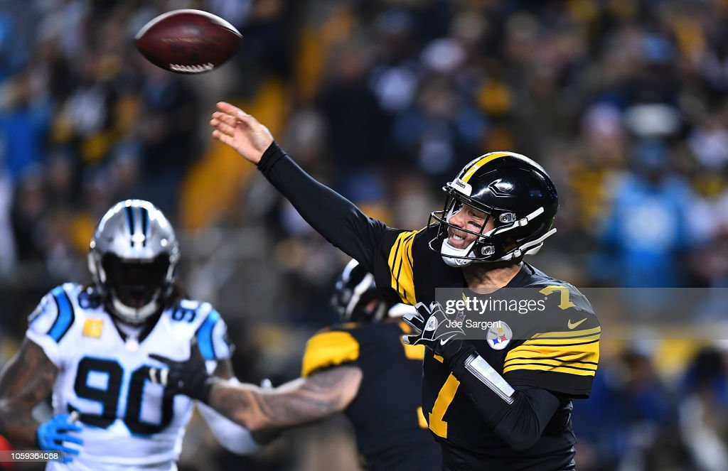 3b49fff3d Ben Roethlisberger of the Pittsburgh Steelers drops back to pass ...