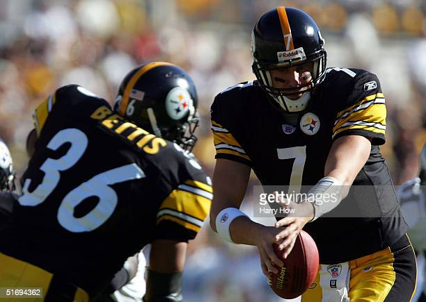 Ben Roethlisberger of the Pittsburgh Steelers fakes a handoff to Jerome Bettis during a 273 win over the Philadelphia Eagles at Heinz Field on...