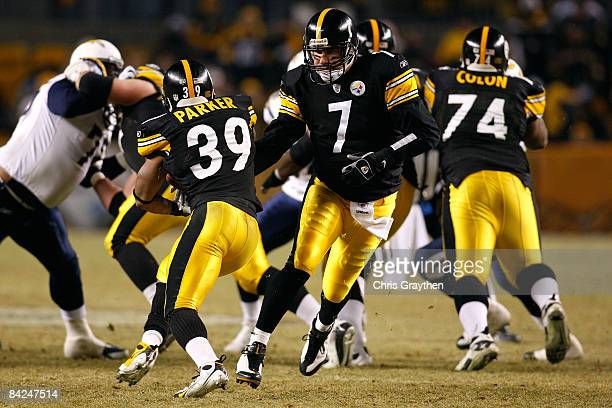 Ben Roethlisberger of the Pittsburgh Steelers hands the ball off to WIllie Parker against the San Diego Chargers during their AFC Divisional Playoff...