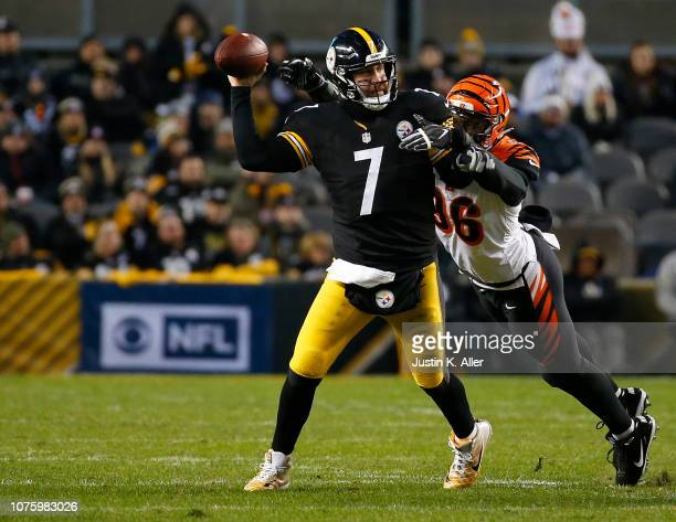 Ben Roethlisberger of the Pittsburgh Steelers is hit as he throws by Shawn Williams of the Cincinnati Bengals in the first half during the game at...