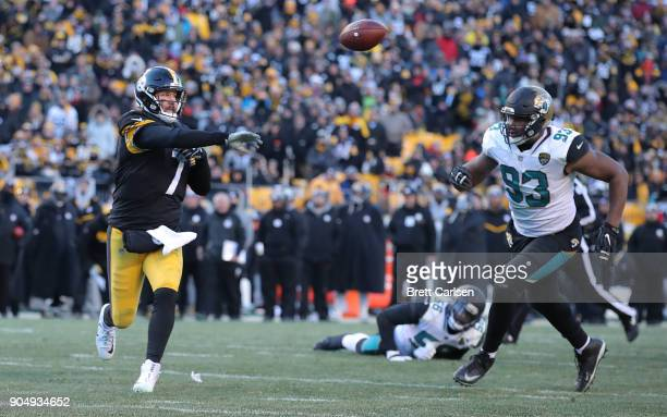 Ben Roethlisberger of the Pittsburgh Steelers laterals a ball back to Le'Veon Bell for a touchdown while being chased by Calais Campbell of the...