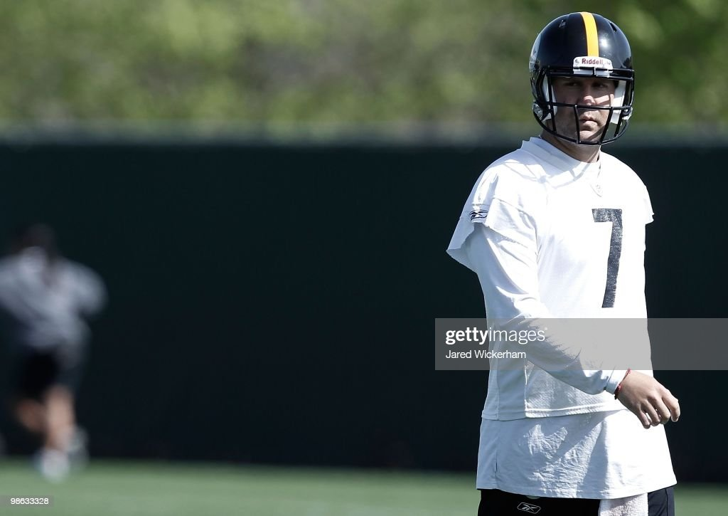 Ben Roethlisberger #7 of the Pittsburgh Steelers practices on April 19, 2010 at the Pittsburgh Steelers South Side training facility in Pittsburgh, Pennsylvania.