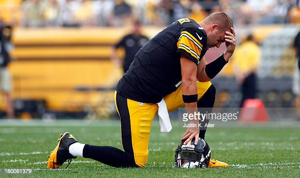 Ben Roethlisberger of the Pittsburgh Steelers reacts while center Maurkice Pouncey is tended to by medical staff during the game against the...