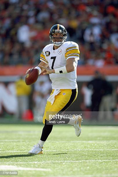 Ben Roethlisberger of the Pittsburgh Steelers runs with the ball against the Cincinnati Bengals during the NFL game on October 28 2007 at Paul Brown...