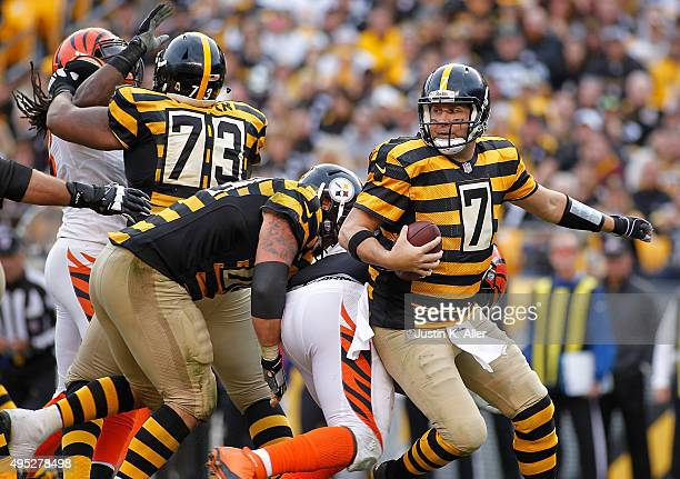 Ben Roethlisberger of the Pittsburgh Steelers scambles in the pocket during the 4th quarter of the game against the Cincinnati Bengals at Heinz Field...