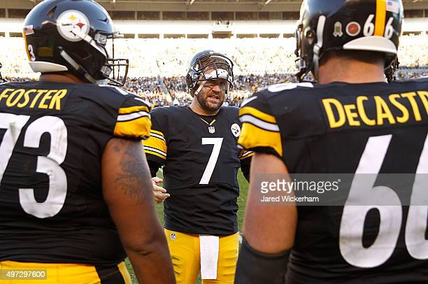 Ben Roethlisberger of the Pittsburgh Steelers talks to Ramon Foster and David DeCastro during the 4th quarter of the game against the Cleveland...