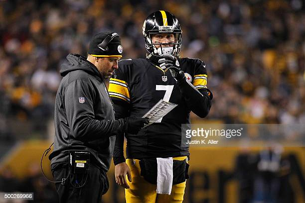Ben Roethlisberger of the Pittsburgh Steelers talks with Offensive Coordinator Todd HAley during the first quarter of the game against the...
