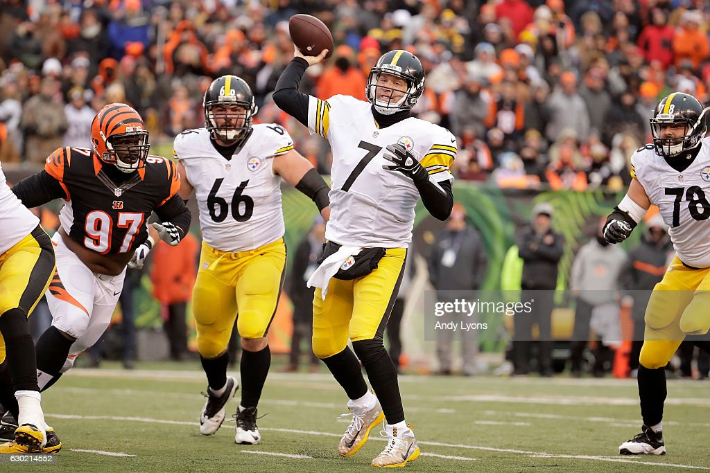 Ben Roethlisberger #7 of the Pittsburgh Steelers throws a pass during the fourth quarter of the game against the Cincinnati Bengals at Paul Brown Stadium on December 18, 2016 in Cincinnati, Ohio. Pittsburgh defeated Cincinnati 24-20.